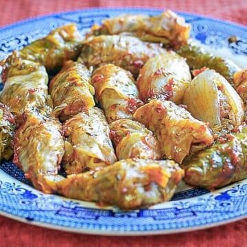 cabbage dolma on a blue plate
