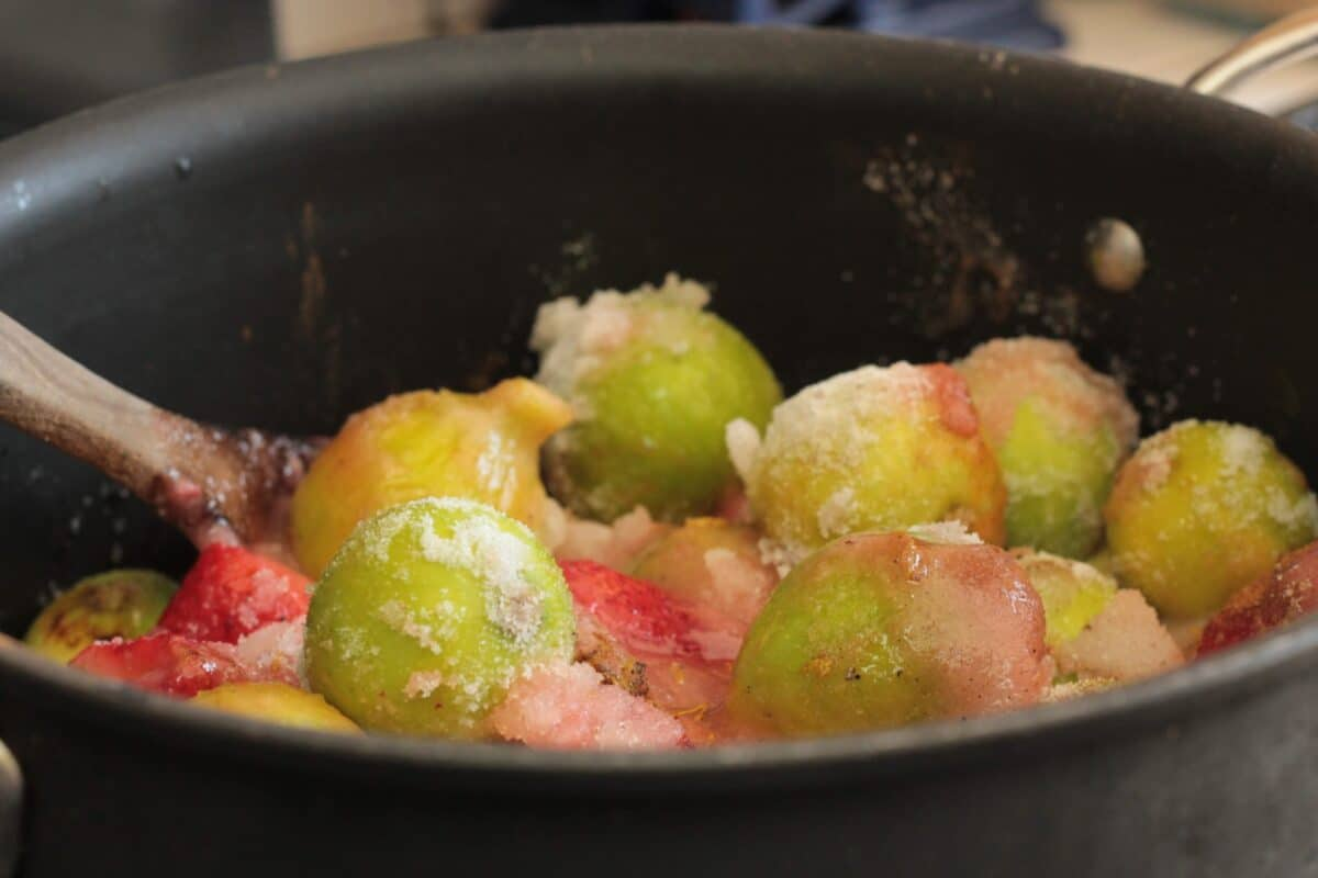 figs and strawberries in  a pot