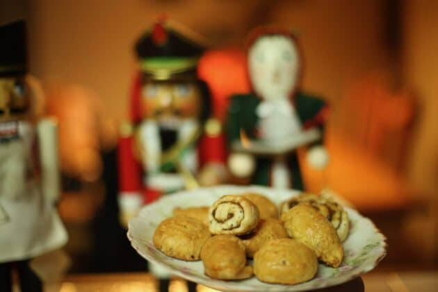 kleicha on a plate with nutcrackers in the background