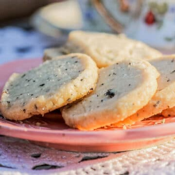 vegan shortbread cookies on a pink plate