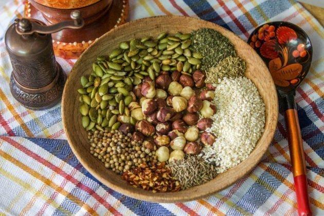 Easy Dukkah Recipe (Egyptian Spice Blend)