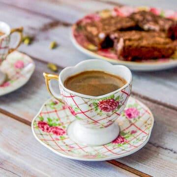 Turkish coffee and brownies