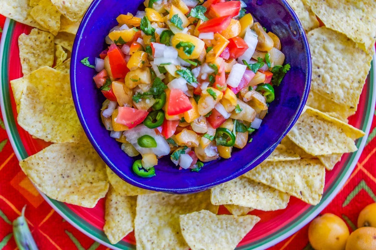 fruit salsa recipe blue bowl with tortilla chips