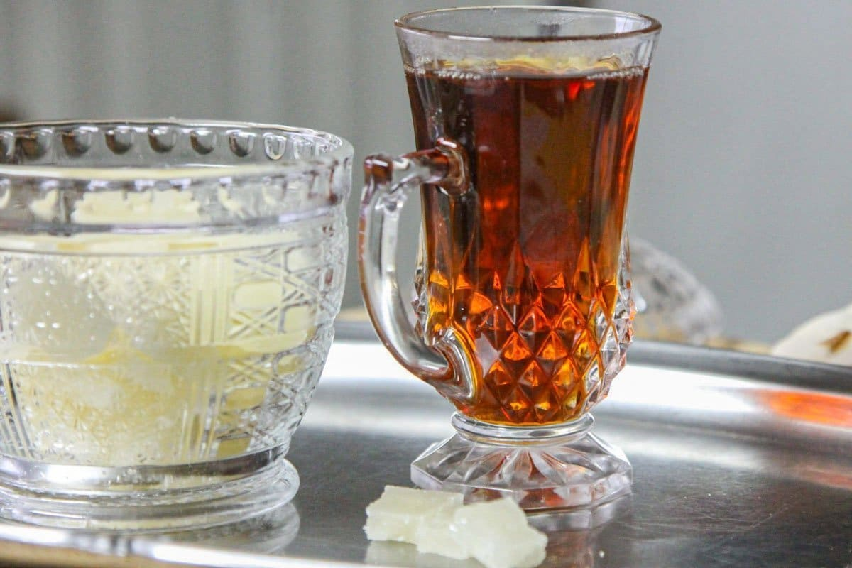tea and sugar cubes