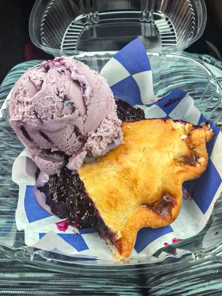 huckleberry pie and ice cream