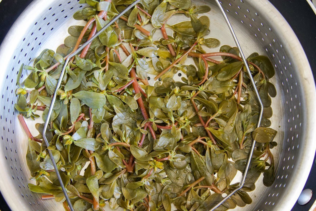 steamed purslane in a steamer basket