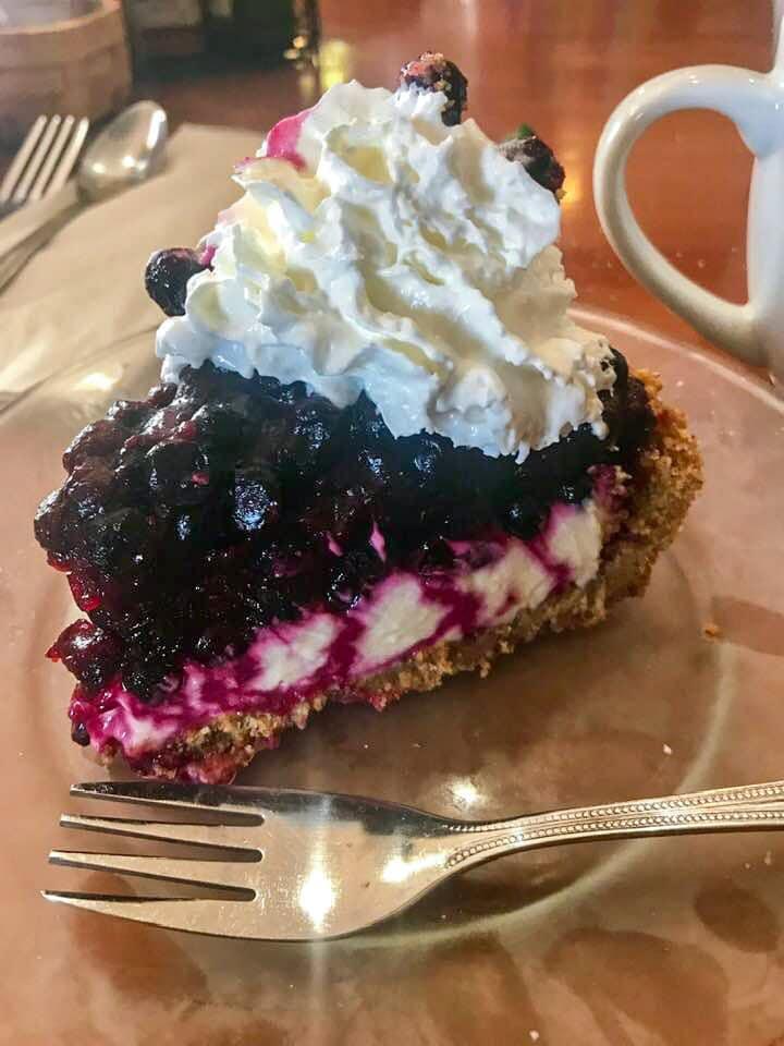 huckleberry cheesecake four corners restaurant