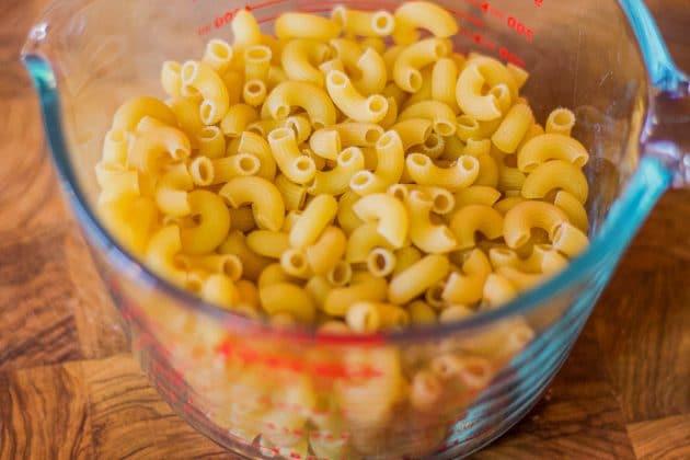 elbow pasta in measuring cup
