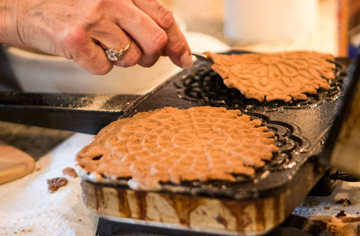 taking pizzelle off a pizzelle iron