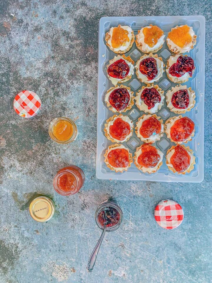 cheesecake phyllo cups with jam