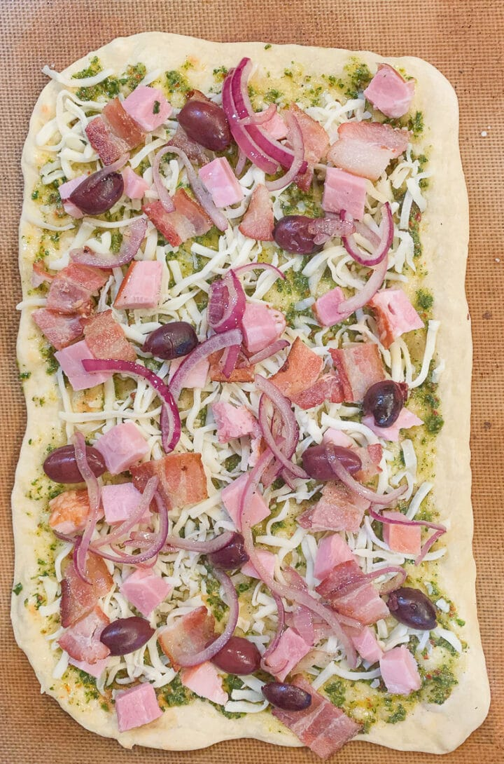 thin crust crispy pizza uncooked