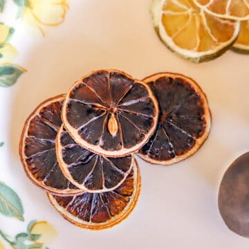 sliced dried limes