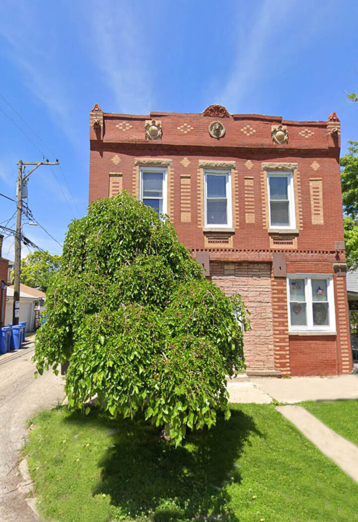 house in Chicago with mulberry tree in front of it