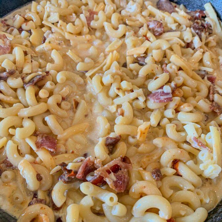 macaroni mixed with bacon
